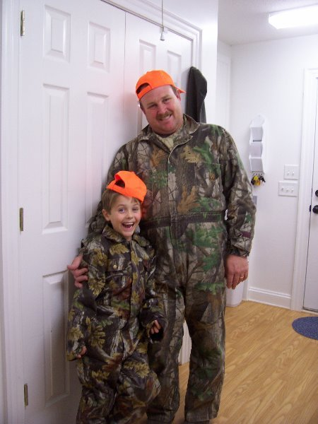 2007-11-16-luke-david-going-hunting