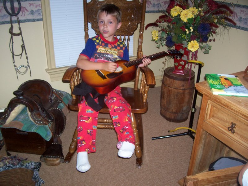 2007-7-luke-on-the-guitar