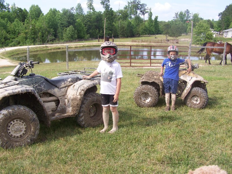 2009-5-26-look-mom-we-have-been-mud-slinging-2
