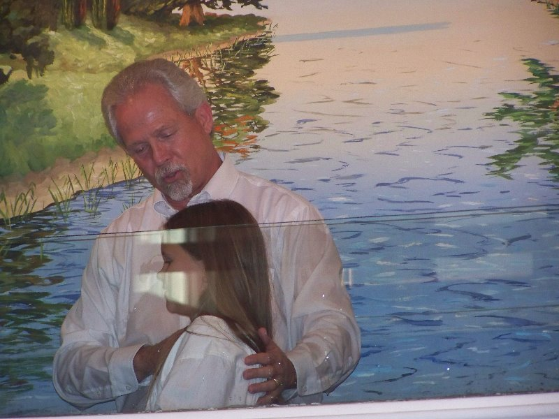 2009-7-19-savannahscott-luke-getting-baptized-after-they-all-three-accepted-christ-thru-the-year-in-2007-2008-1