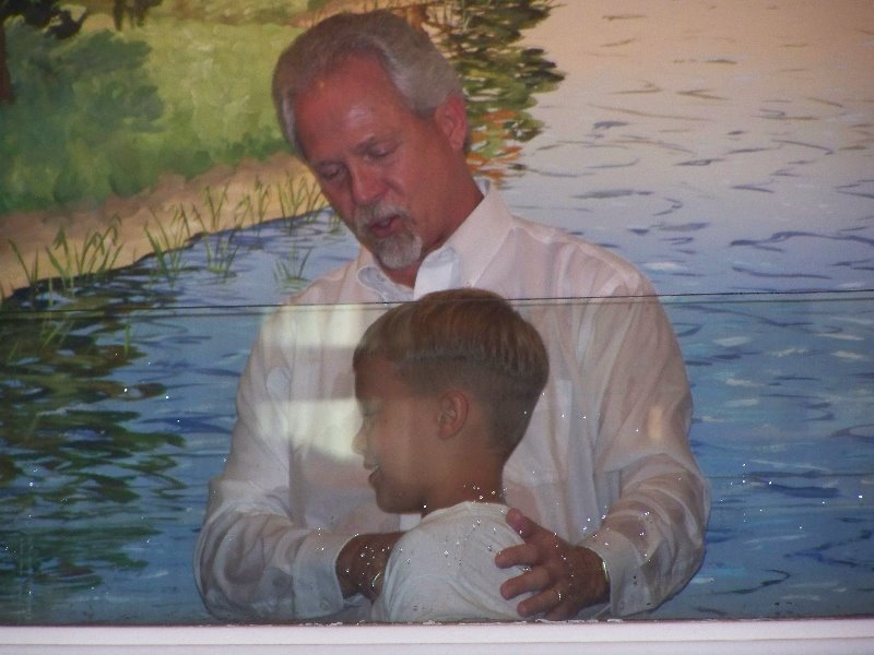 2009-7-19-savannahscott-luke-getting-baptized-after-they-all-three-accepted-christ-thru-the-year-in-2007-2008-3